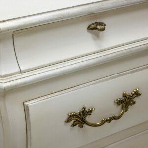 K642 Venetian White Classic Silver Leaf Detail